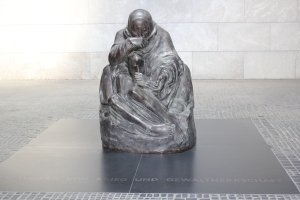 Woman and son sculpture